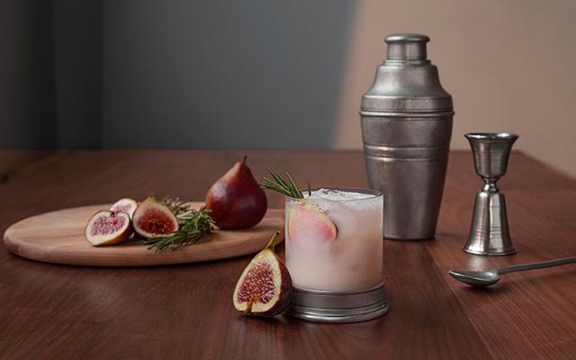 fig-sour-cocktail-shaker-US.jpg