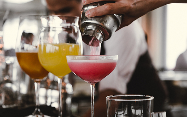 pouring-pink-cocktail-shaker-coupe-US.jpg