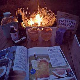 A couple of Highland Fling cocktails by the campfire - now THAT's what we call a perfect summer evening, @lisa_w55!