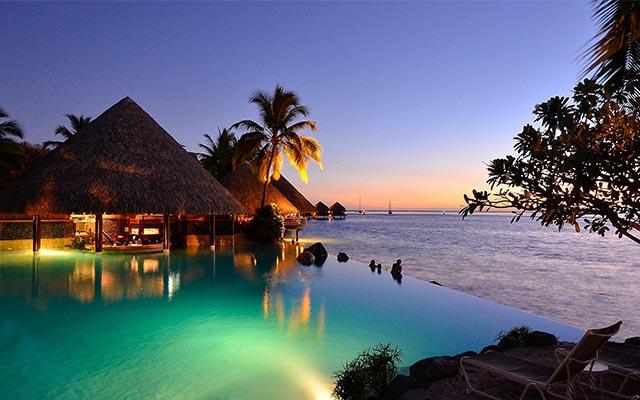 intercontinental-tahiti-swimup-pool-bar.jpg