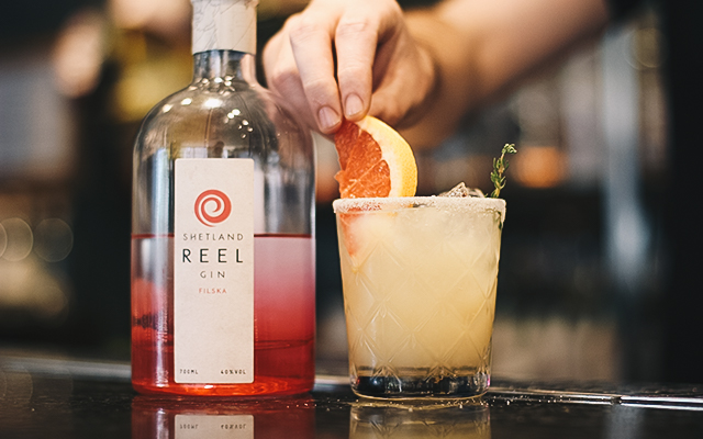 Salty Sea Dog grapefruit thyme gin cocktail