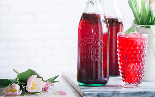 You can use crushed icce or cubes for this refreshing long drink