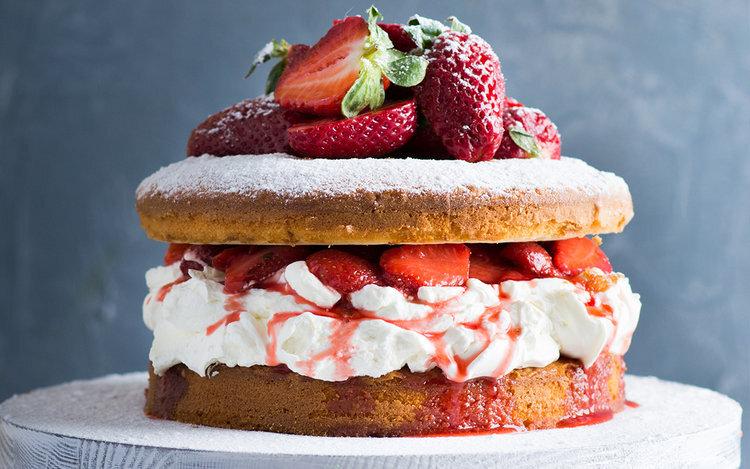 Boozy+Strawberry+Elderflower+Cake+3.jpg