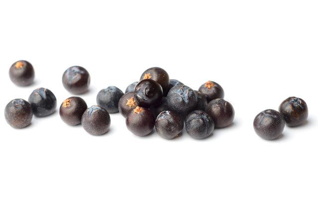 Botanicals - Juniper, Dried Quince, Pippin Apple, Lemon Peel, Orange Peel, Nutmeg, Aniseed, Clove