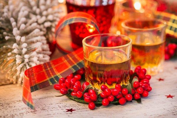 homemade+christmas+spiced+gin+liqueur.jpg