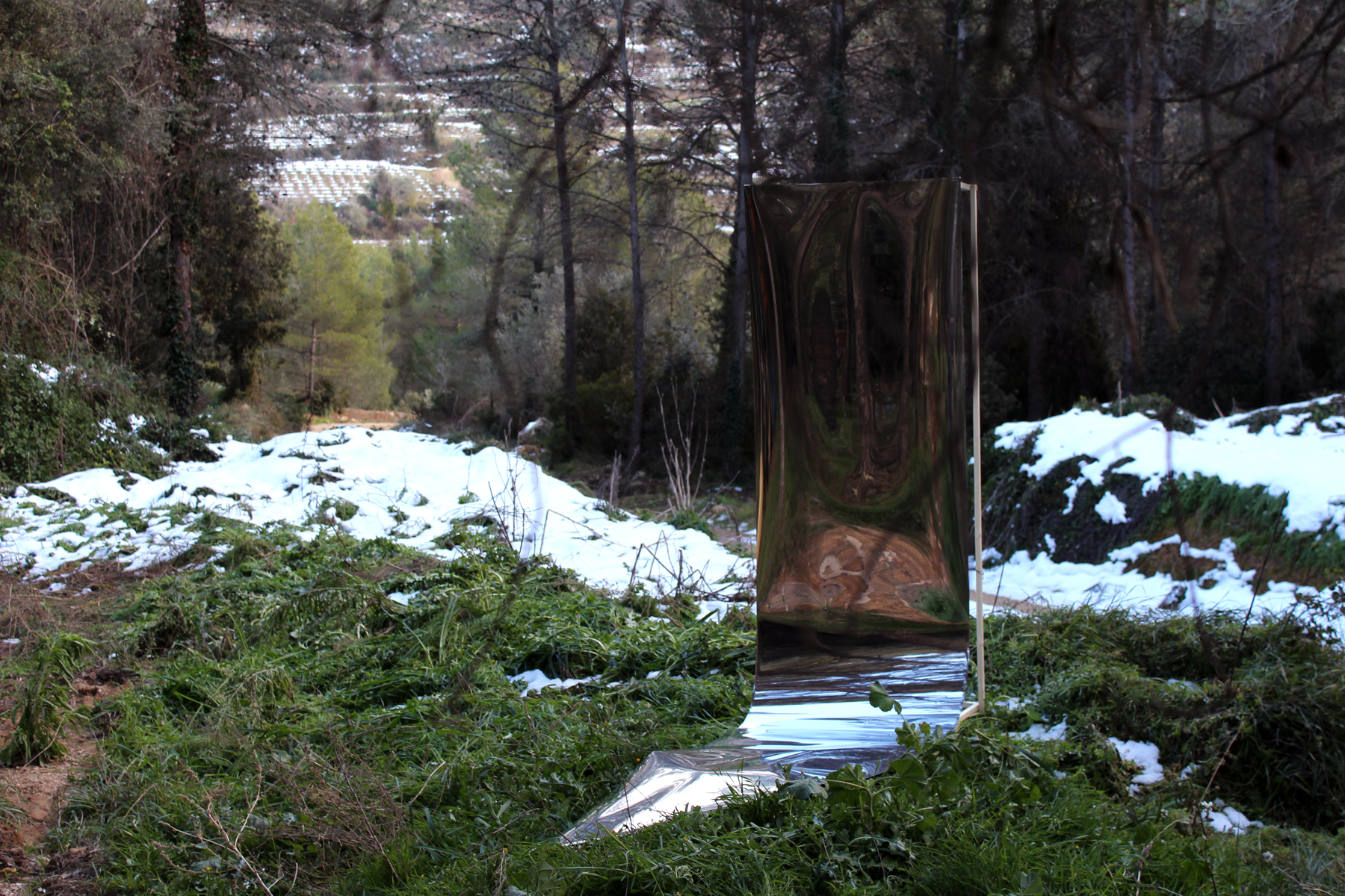 Poetic of the space/reflections of Penedes. W  ood structure   200 x 100 x 40 cm. Sheet mirror paper   300   x 100 x 0,02 cm. Barcelona, Spain 2015