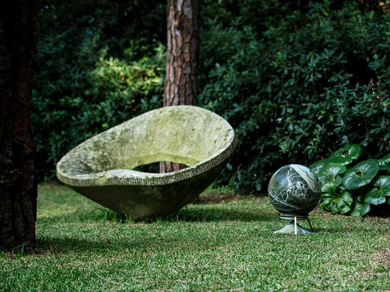 Architettura-Sonora_Sphere-470-Marmor-Schwarz_Wiese_1280x1280.jpg