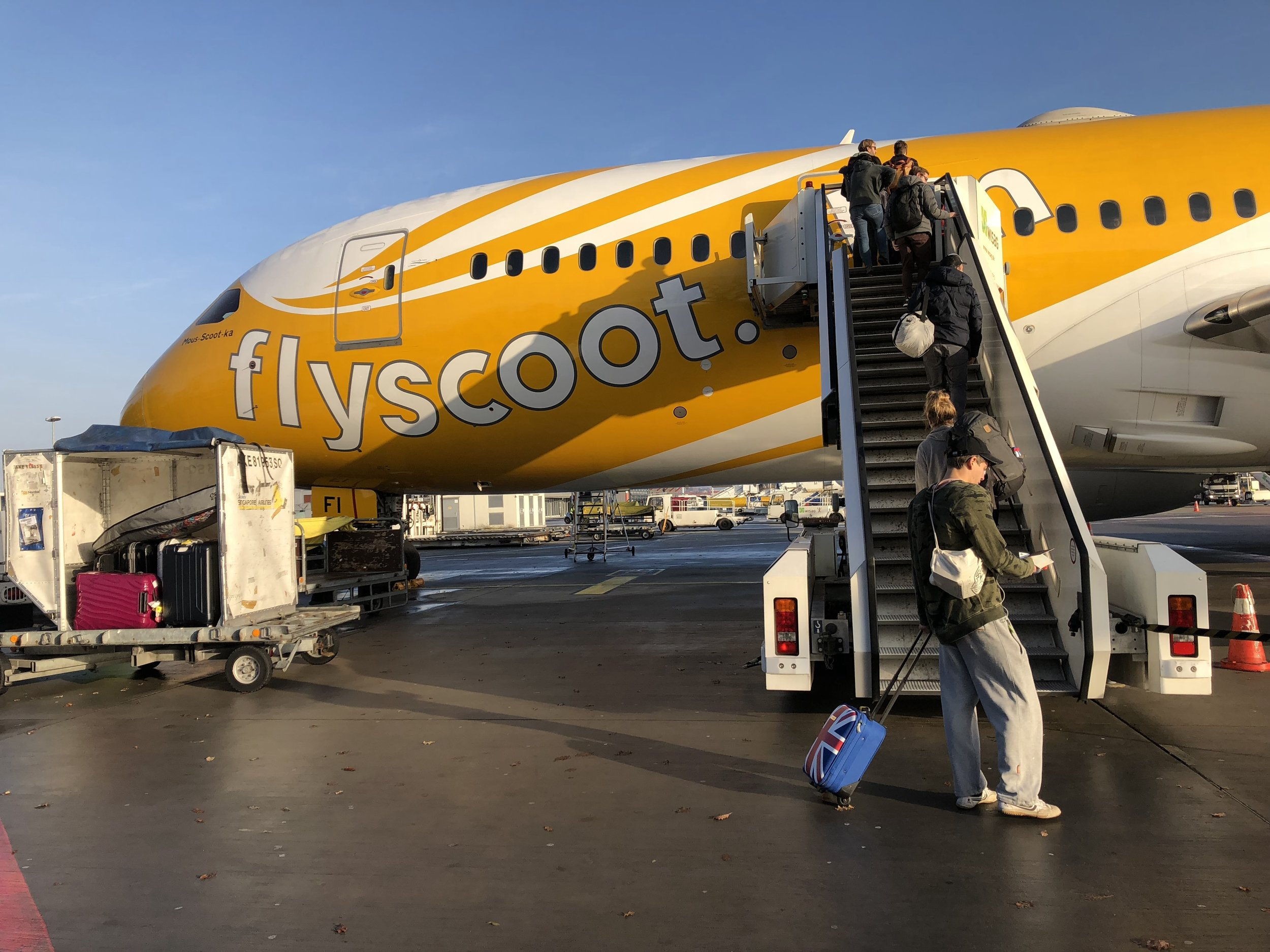 Scoot has direct flights from Tegel to Singapore, mine was 260€, but it doesn't include water. For real.