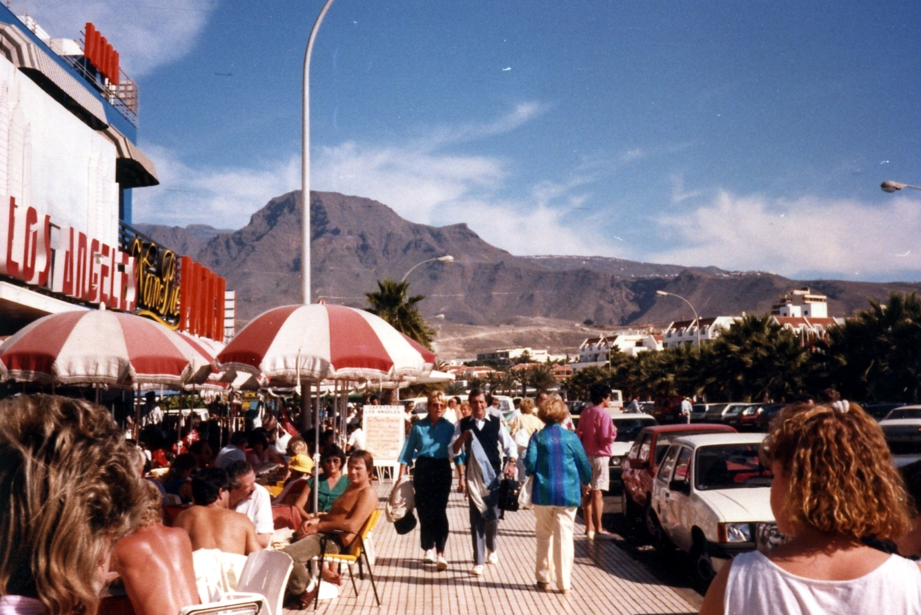 Los Angeles cafe & view to Roque del Conde mountain: mid 1980s
