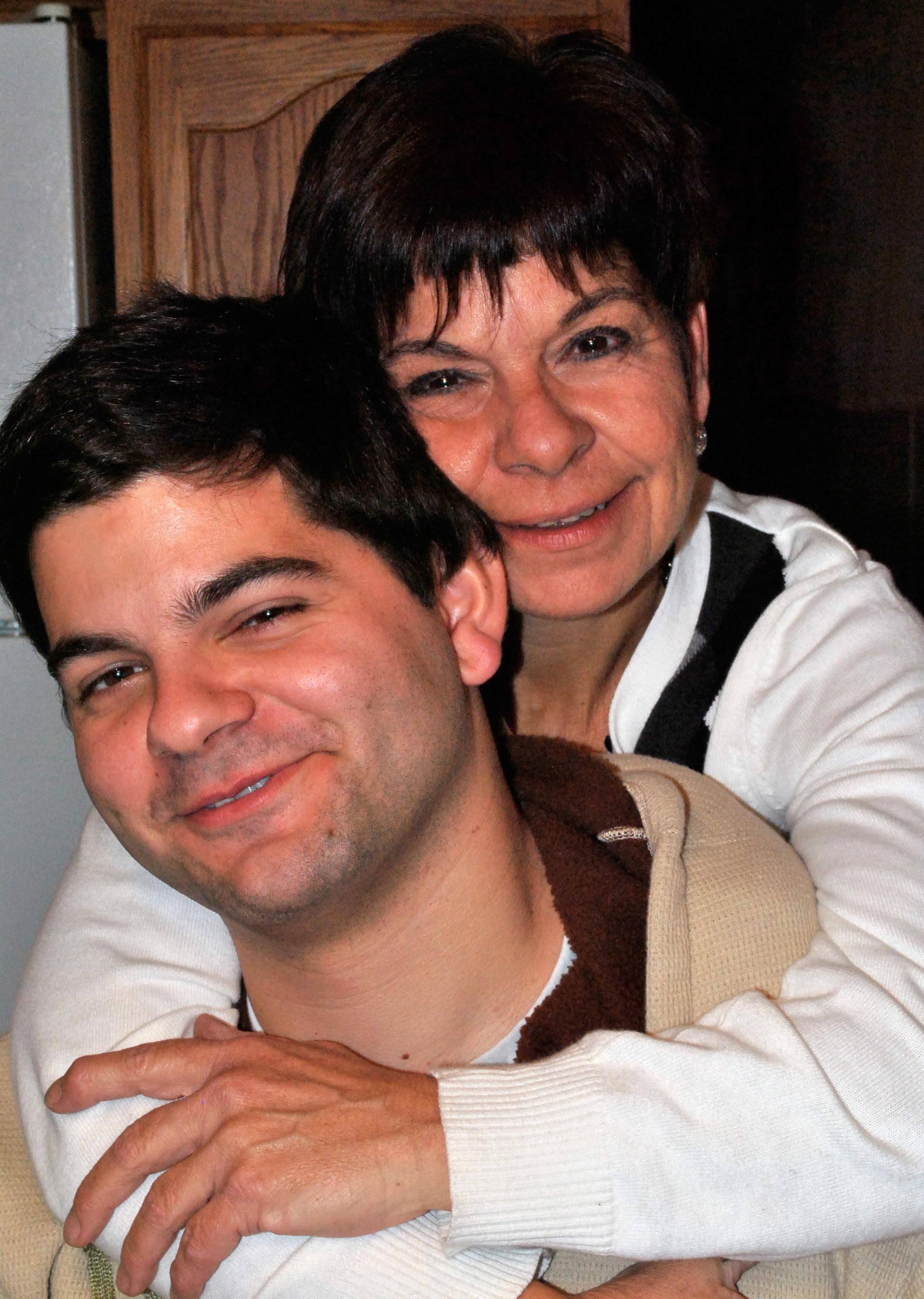 Jonathan et sa mère, Diane, en 2011.