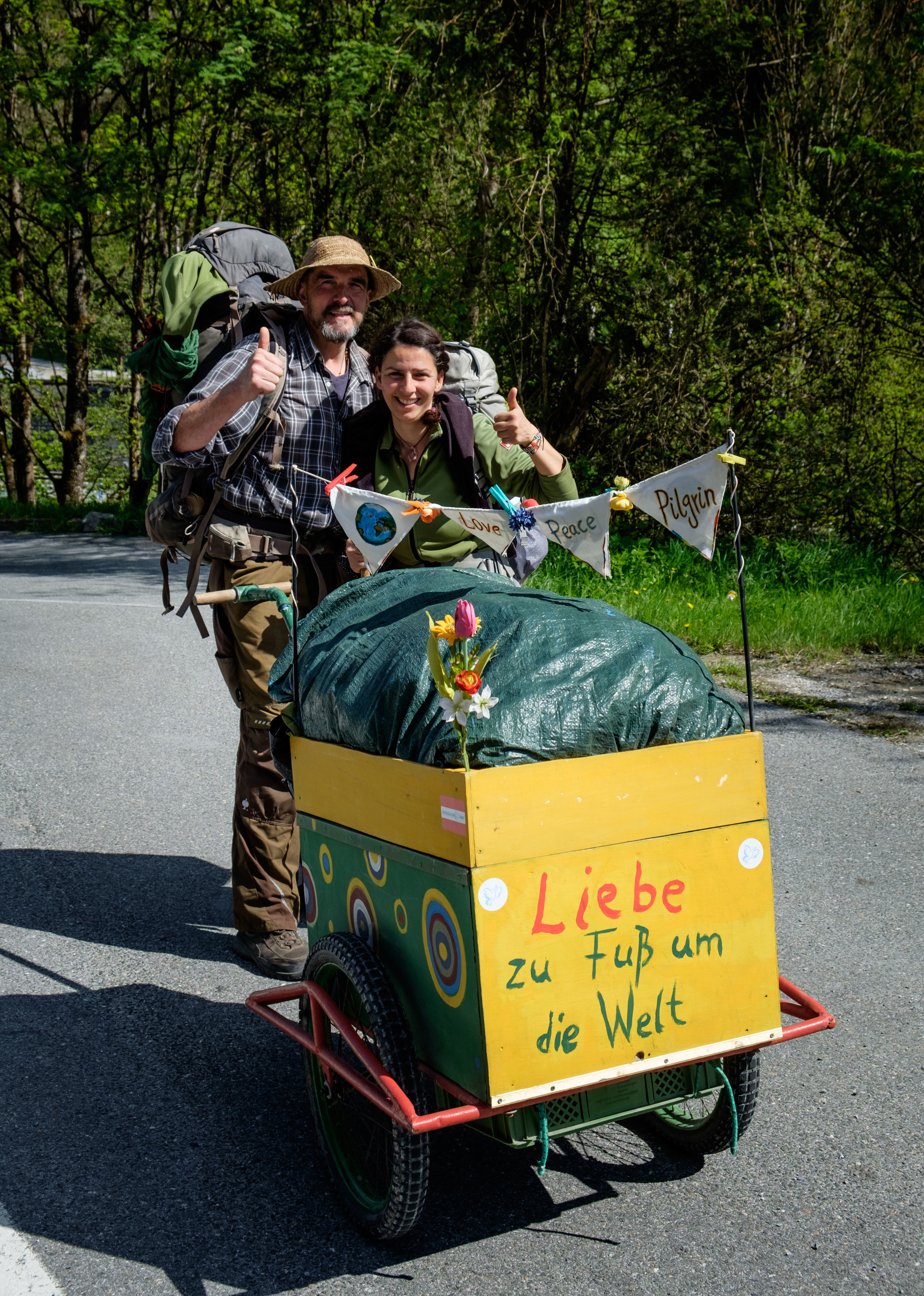Ralph et Roya. 4 200 km à pied en Europe. Liebe signifie amour.