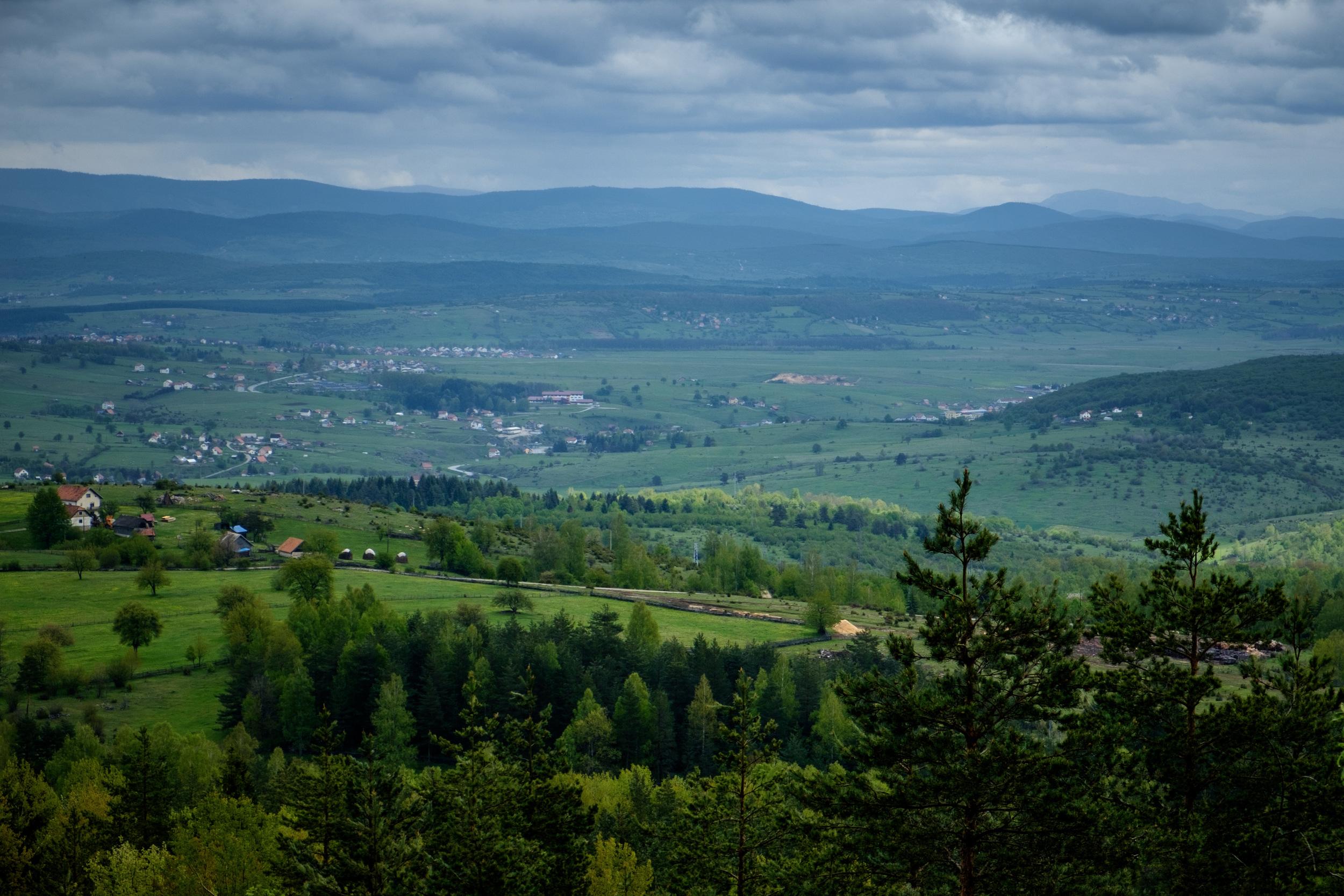 À l'est de Sarajevo.