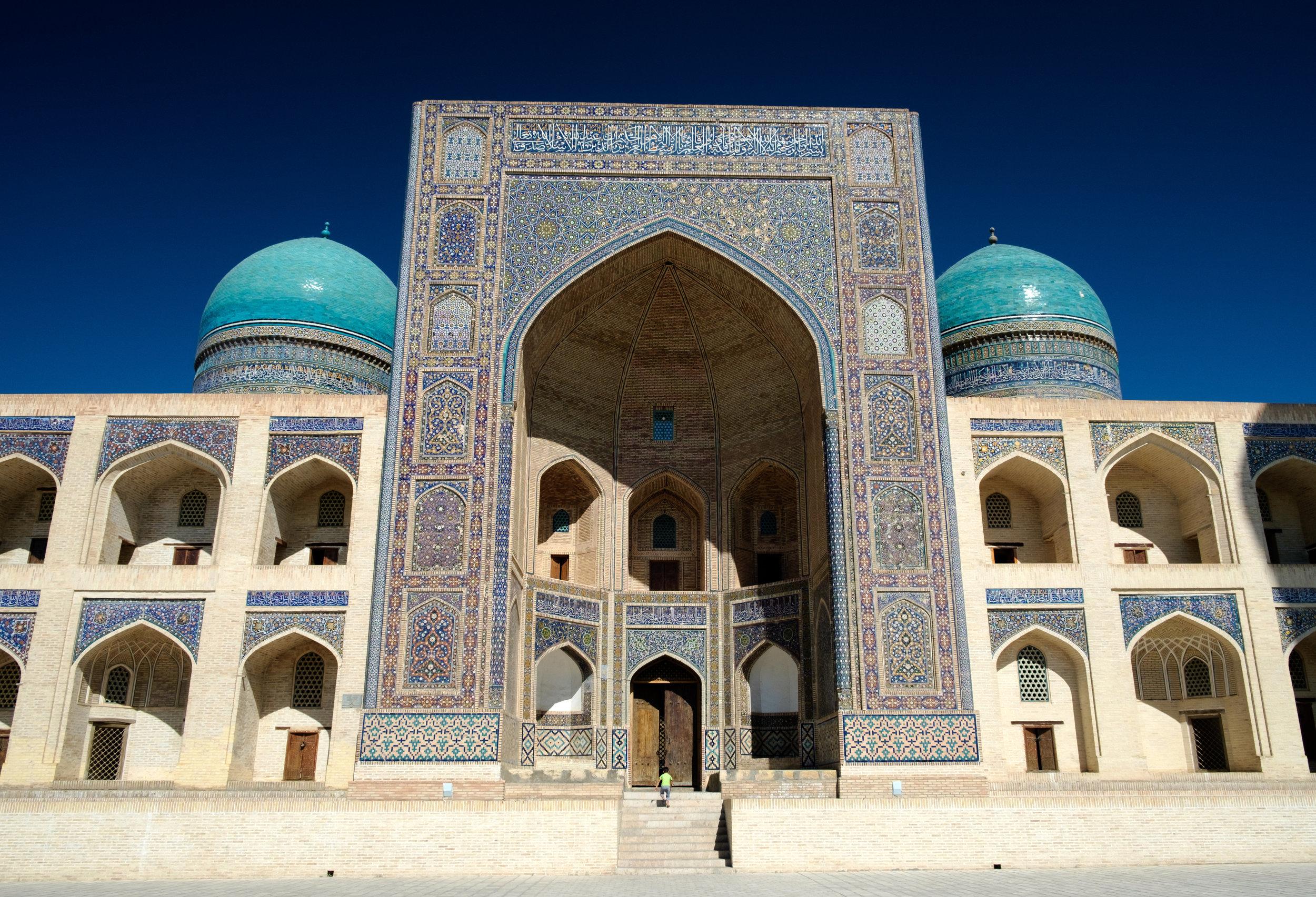 Le madrasa (ou école) Mir-i-Arab, où on y enseigne la religion.