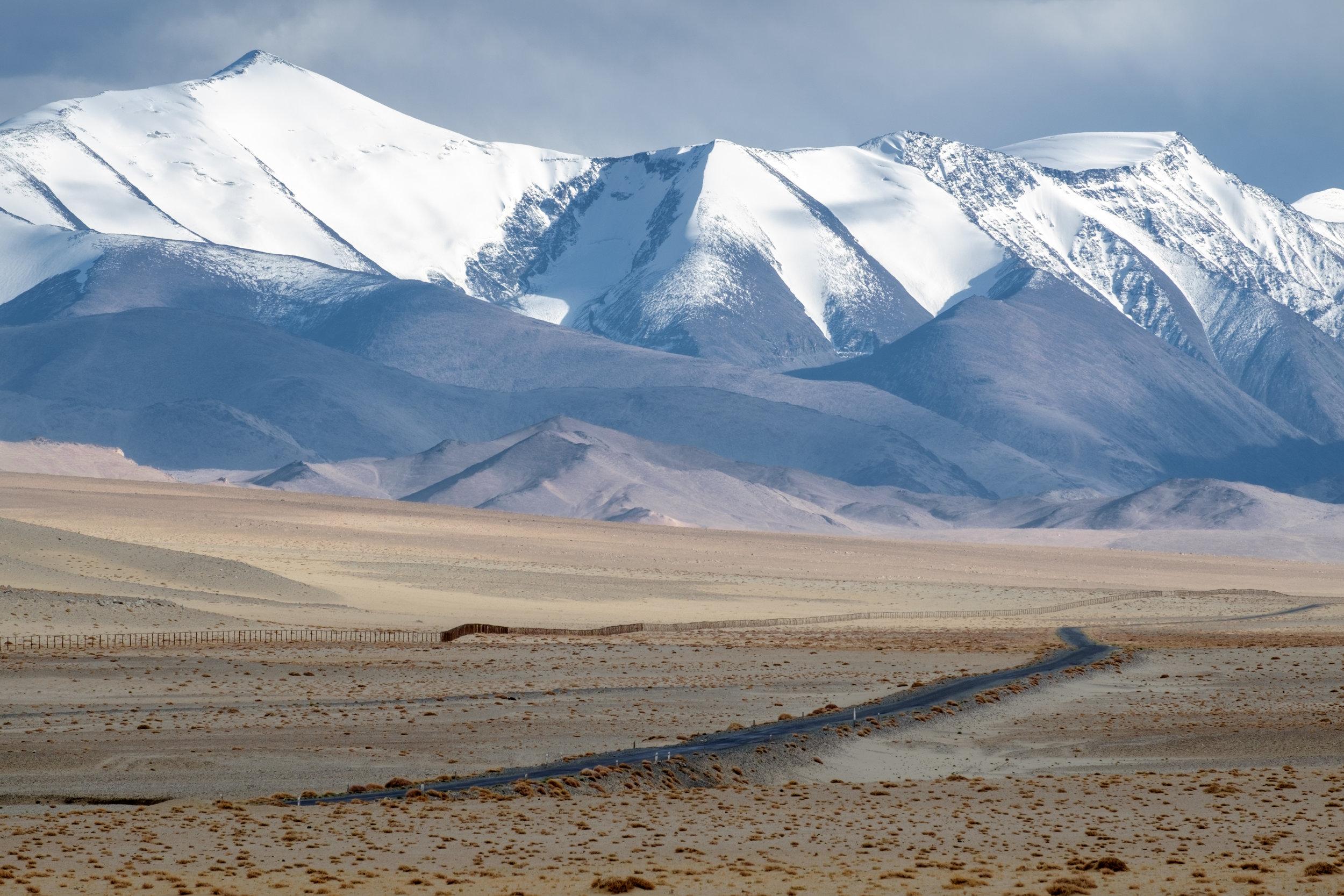 Les derniers kilomètres au Tadjikistan suivent la frontière chinoise.