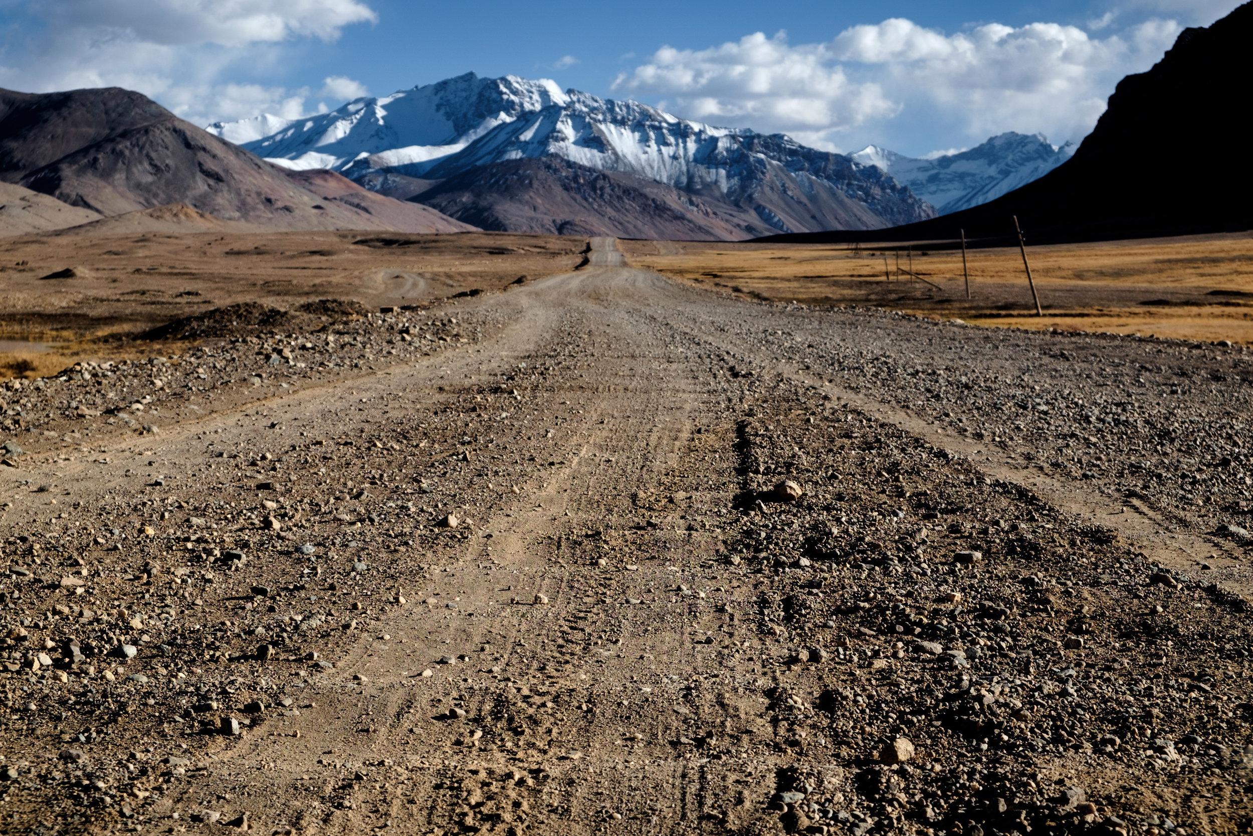 Une route en « planche à laver ».