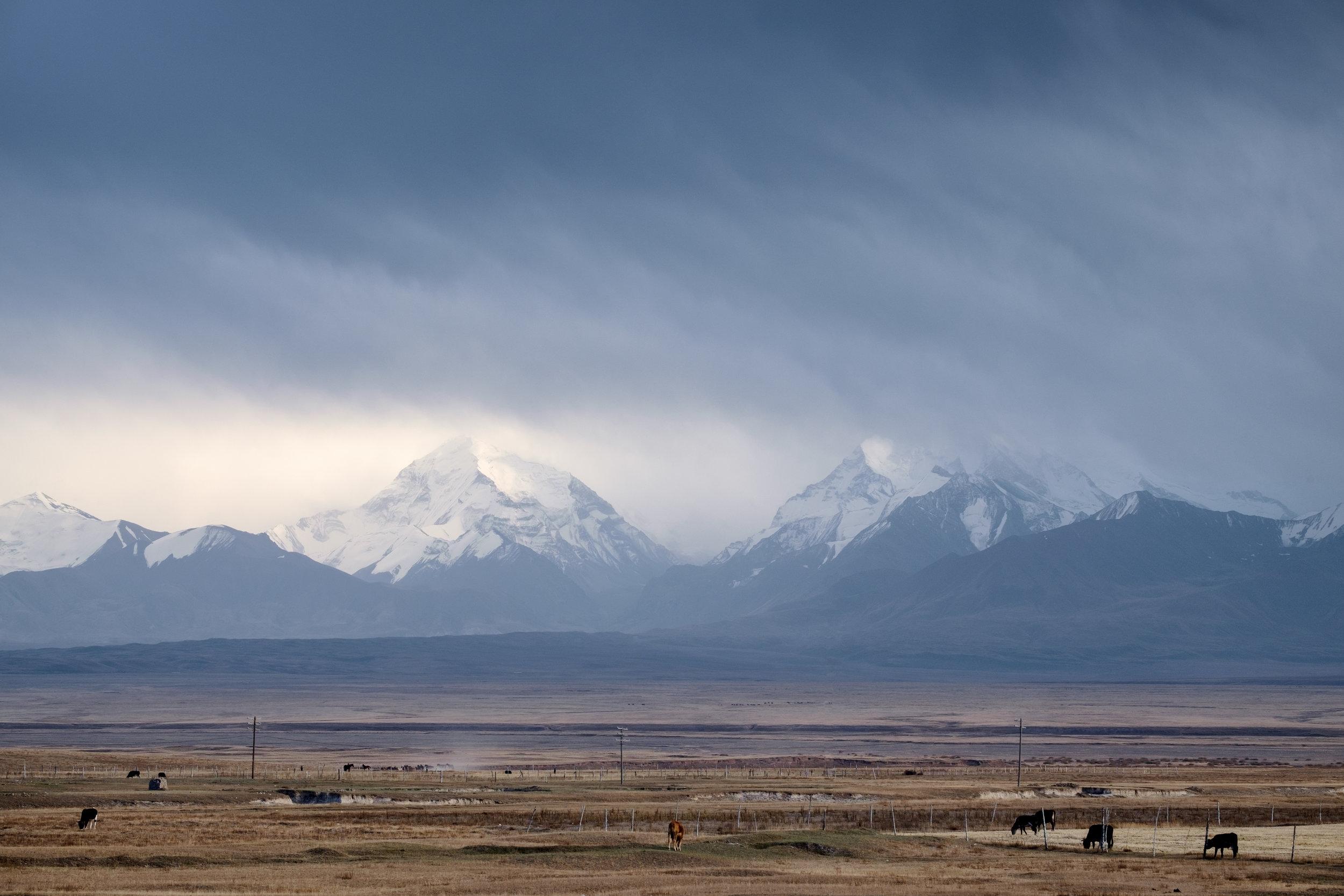 L'arrivée au Kirghizistan, laissant le Pamir derrière.