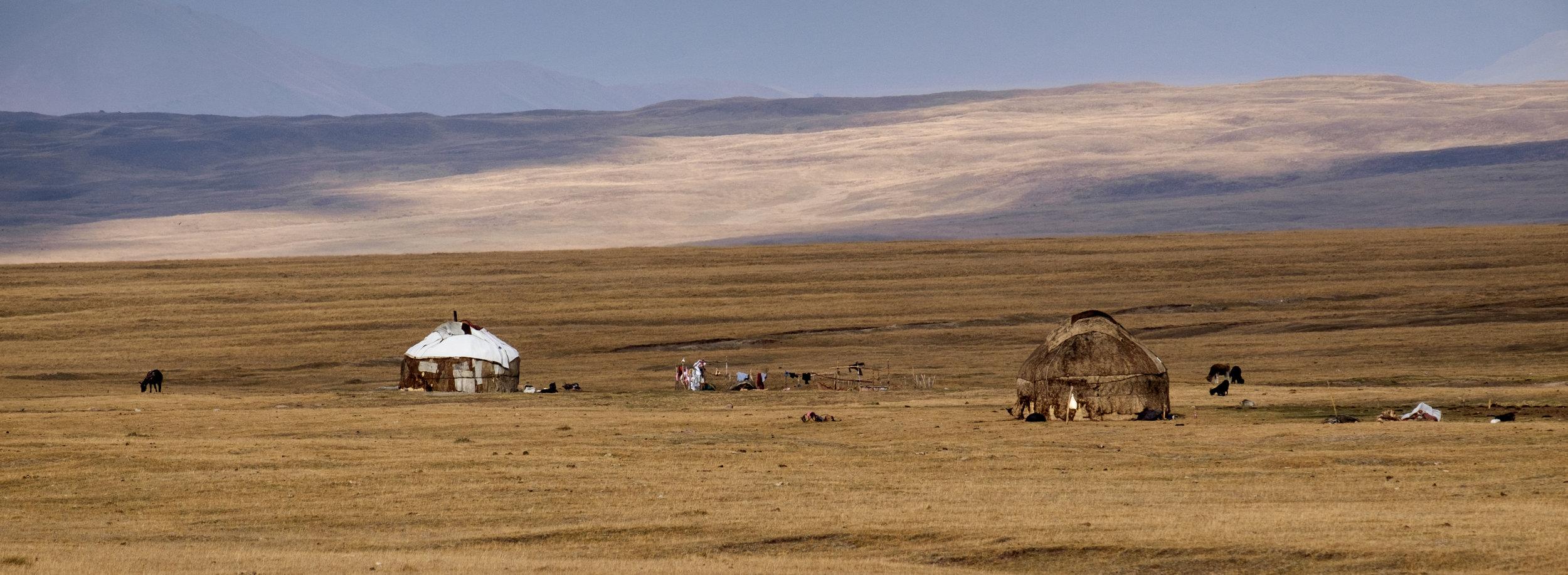 La fin de la saison des yourtes au Kirghizistan.