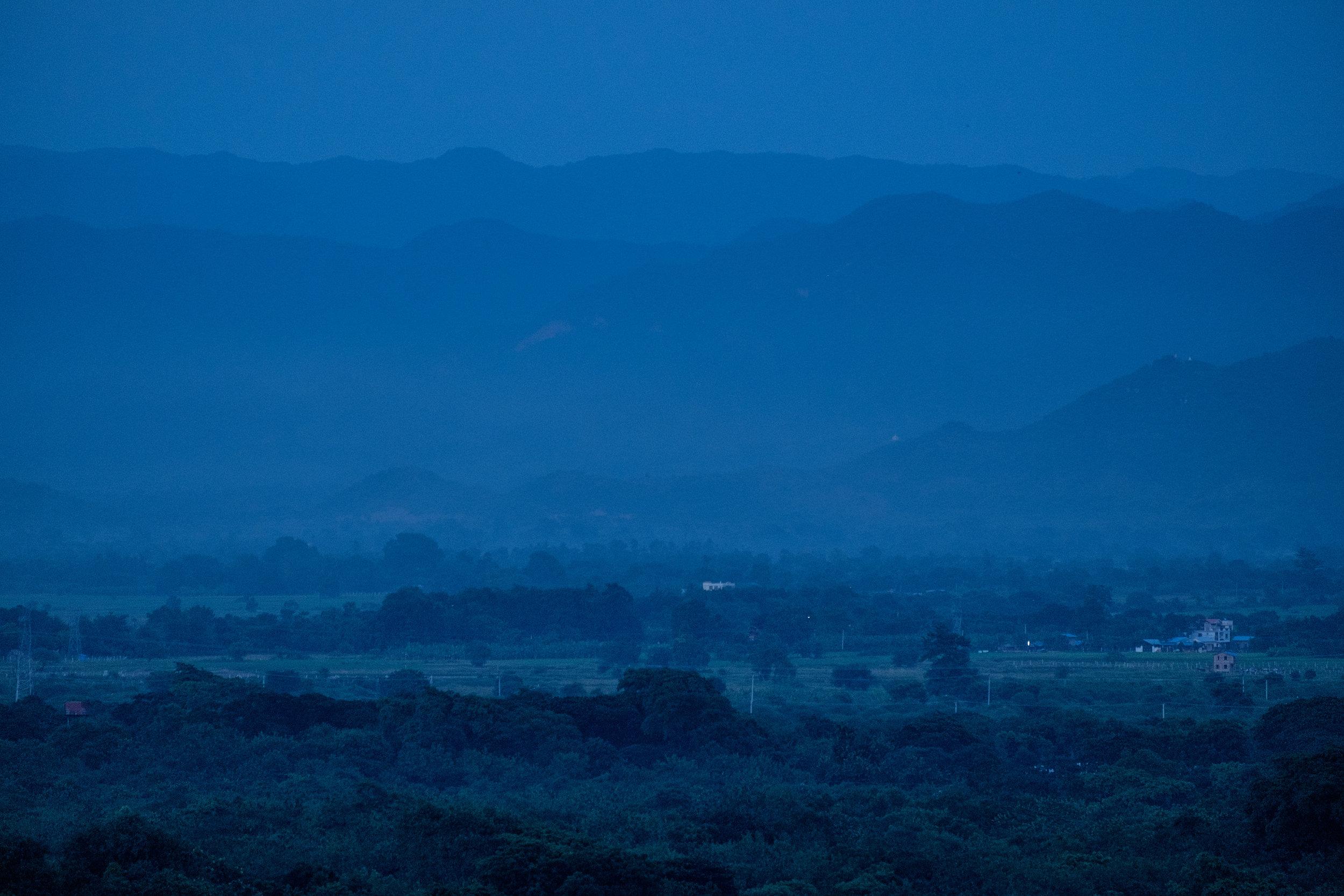 Fin de journée vue de Mandalay Hill, colline au centre de la ville qui donna son nom à celle-ci.