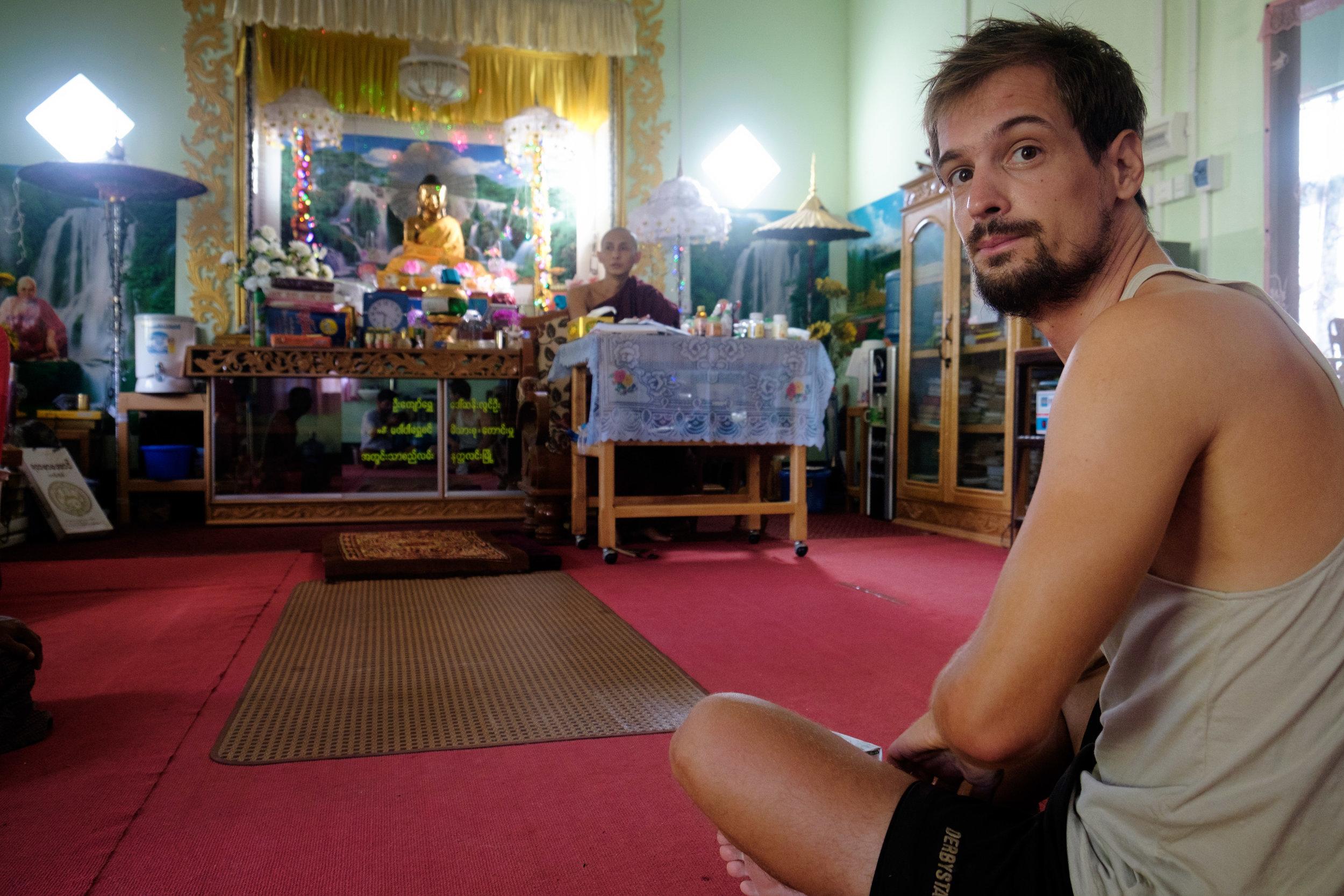 Quel bonheur de revoir mon chum Fred. Il est ici photographié dans un monastère.
