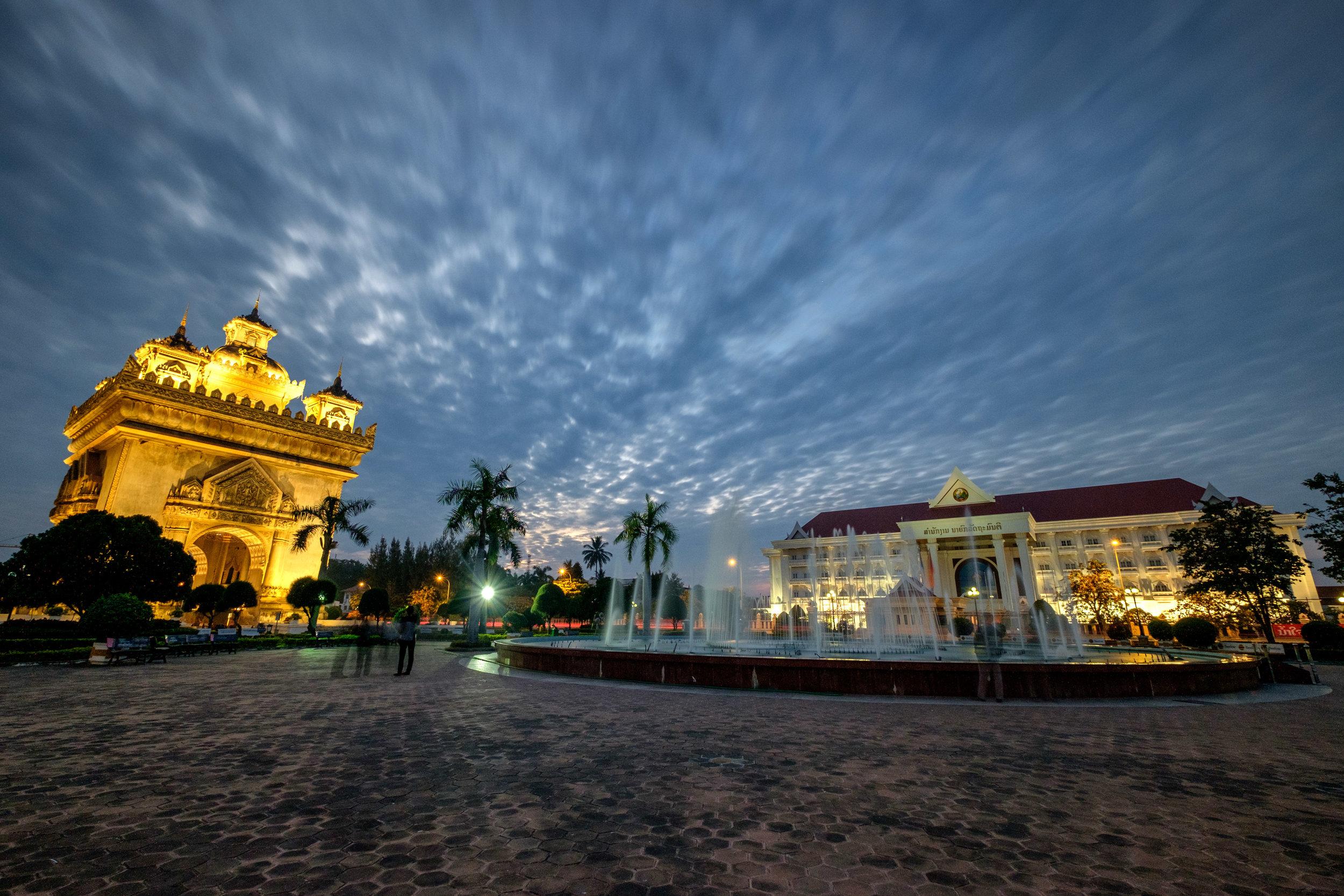 Le parc Patuxai de Vientiane.