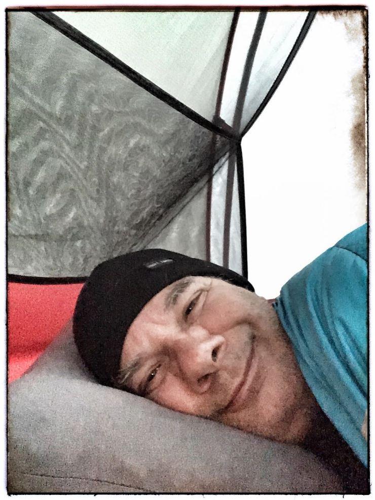 Dans sa tente.