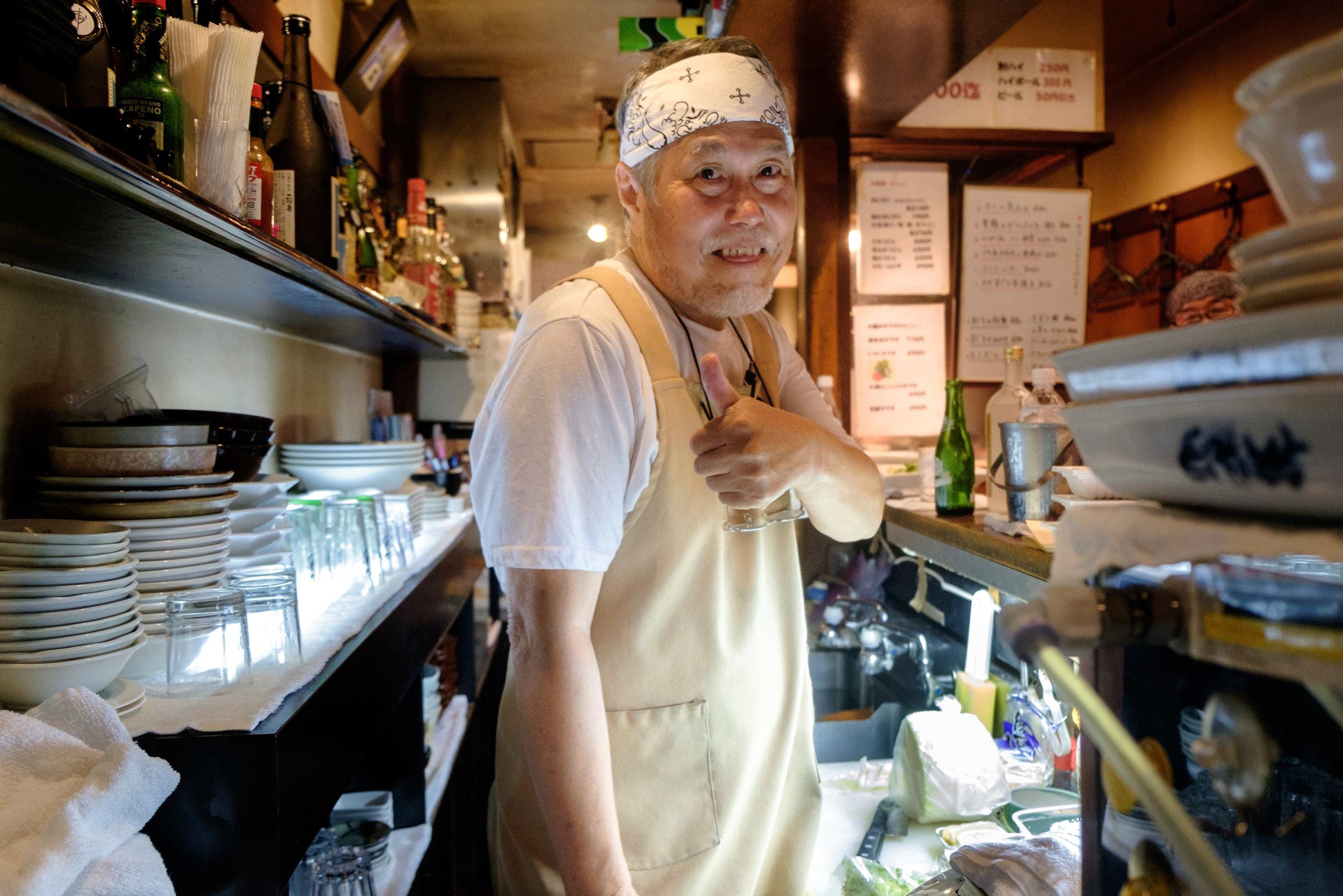 Un excellent accueil à l'un des innombrables petits restaurants de Tokyo.