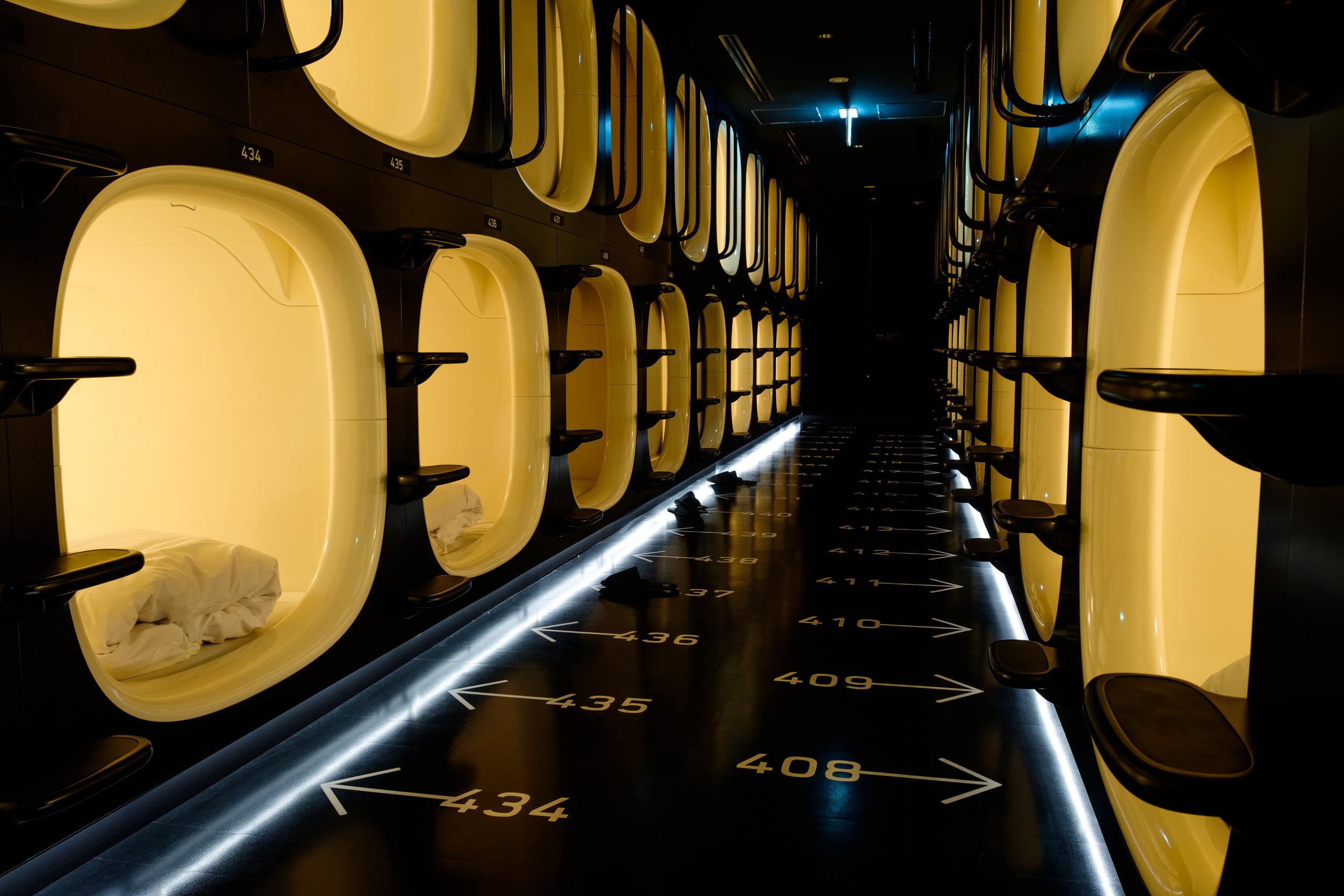 Quelques dizaines de « chambres » dans un hôtel-capsule.
