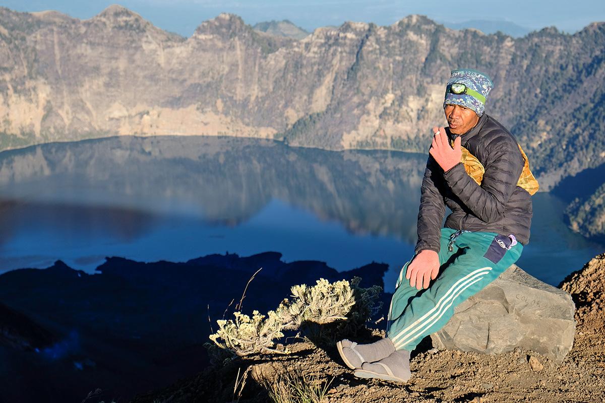 17-09-14---Guide-fumeur-(Rinjani,-Indonésie).jpg