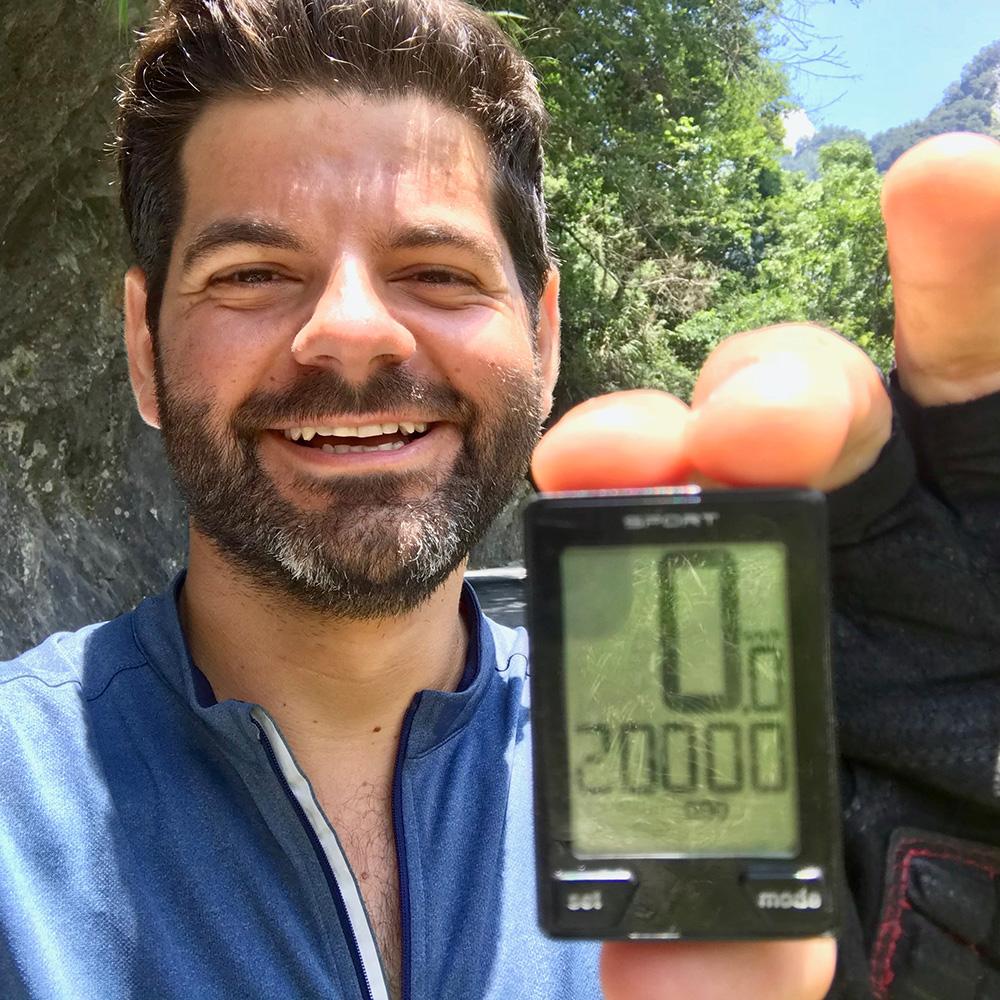 Le cap du 20 000e kilomètre depuis mon départ d'Angleterre est franchi dans cette montée mythique.