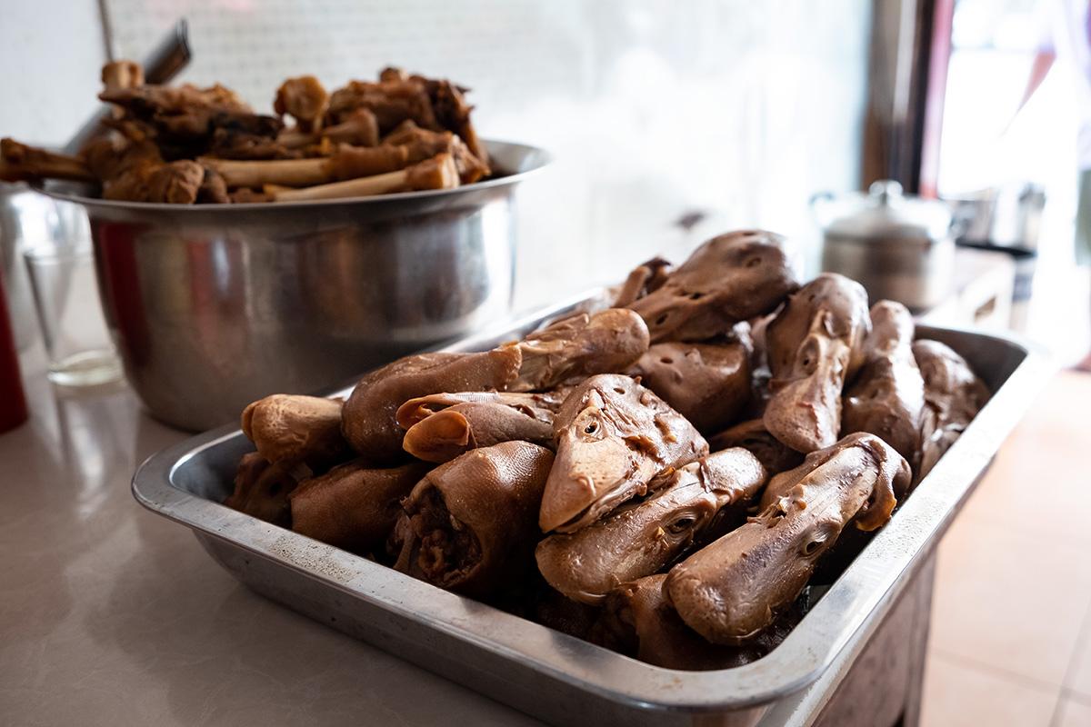 Des têtes de canards en Chine. Un « vrai » buffet chinois!
