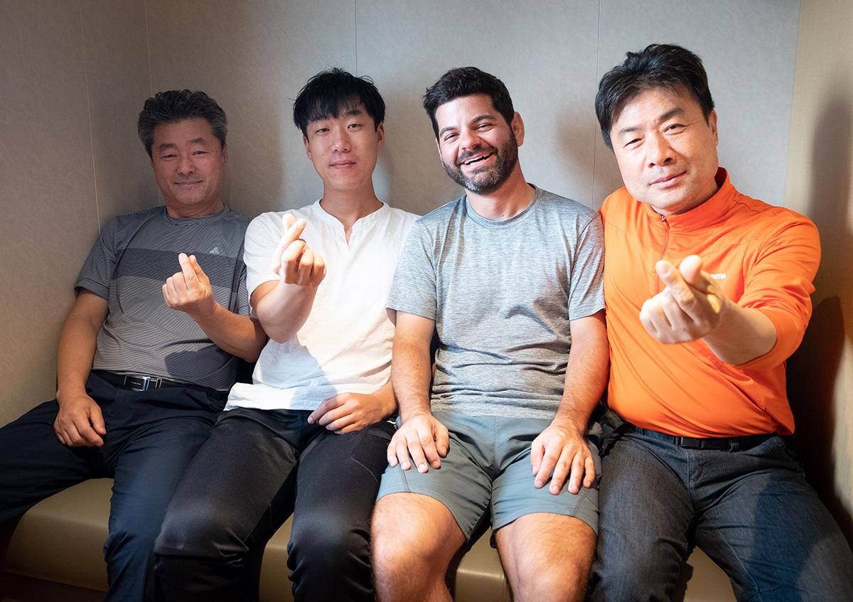Avec mes compagnons de cabine : M. Seo, M. Kim et M. Jon. Et moi, M. Jonathan !
