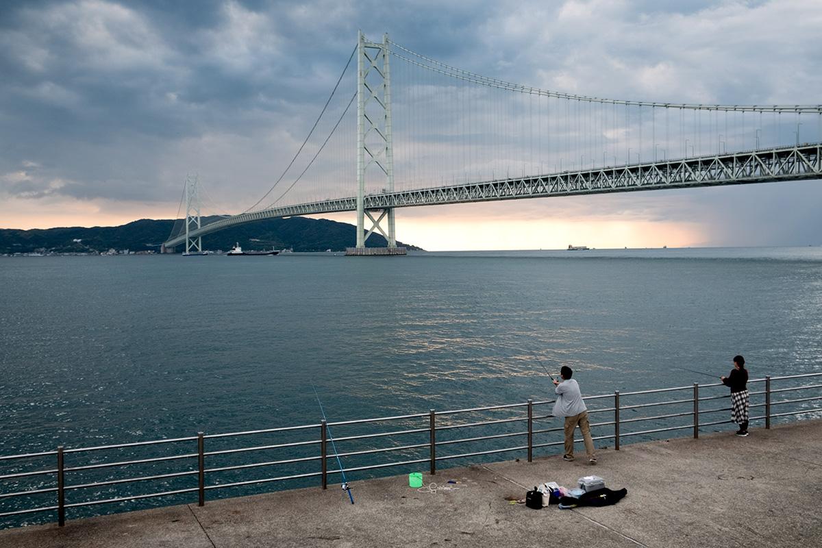 Je croise fréquemment des pêcheurs en circulant sur le bord de l'eau au Japon.