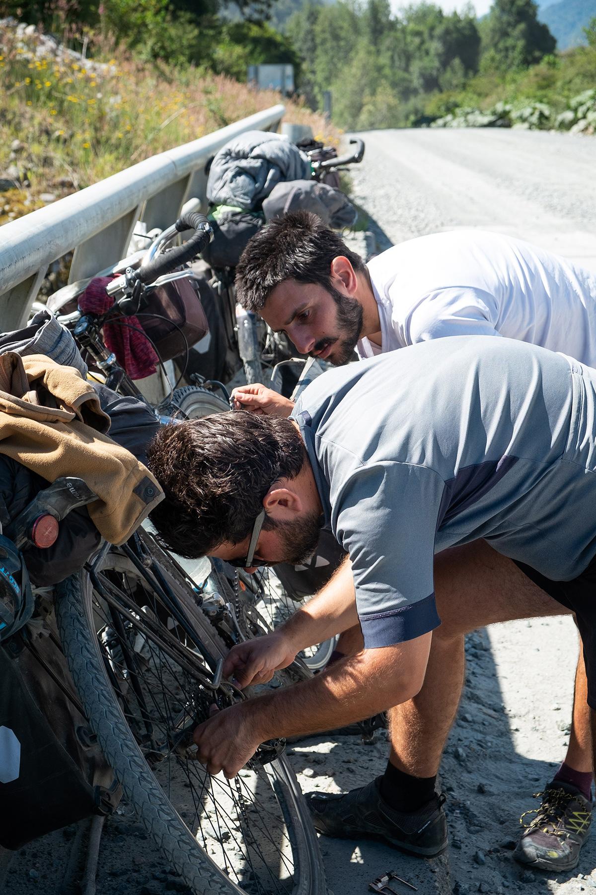 Réparation de chaîne sur la monture italienne.