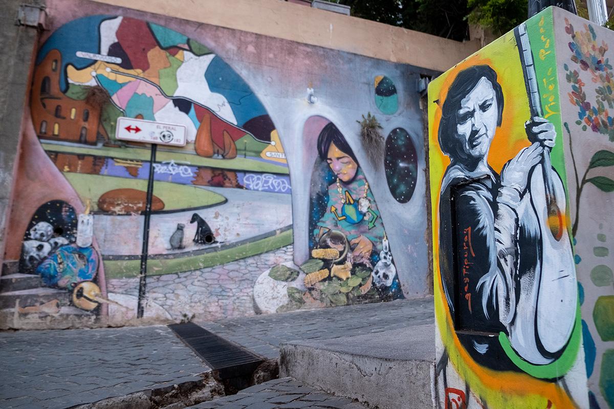 19-04-02---Graffitis-1-(Valparaiso,-Chili).jpg