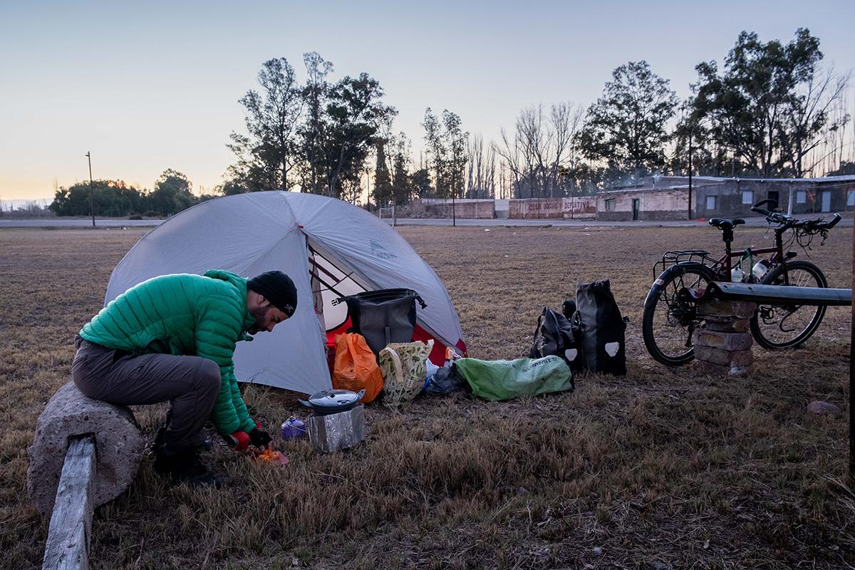 Mon campement est installé au milieu du « vélodrome » municipal.