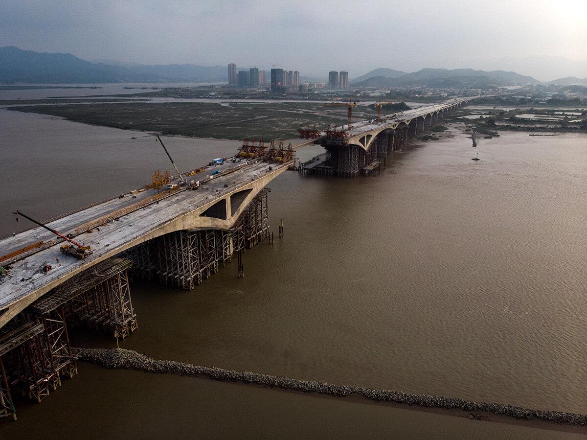 La construction est partout dans le grand pays.