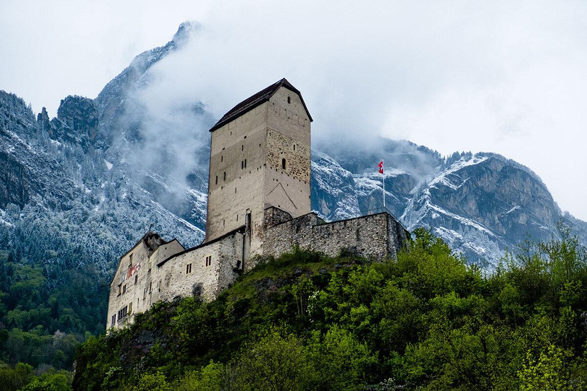 Toutes les saisons entourent le château de Sargans, en Suisse.