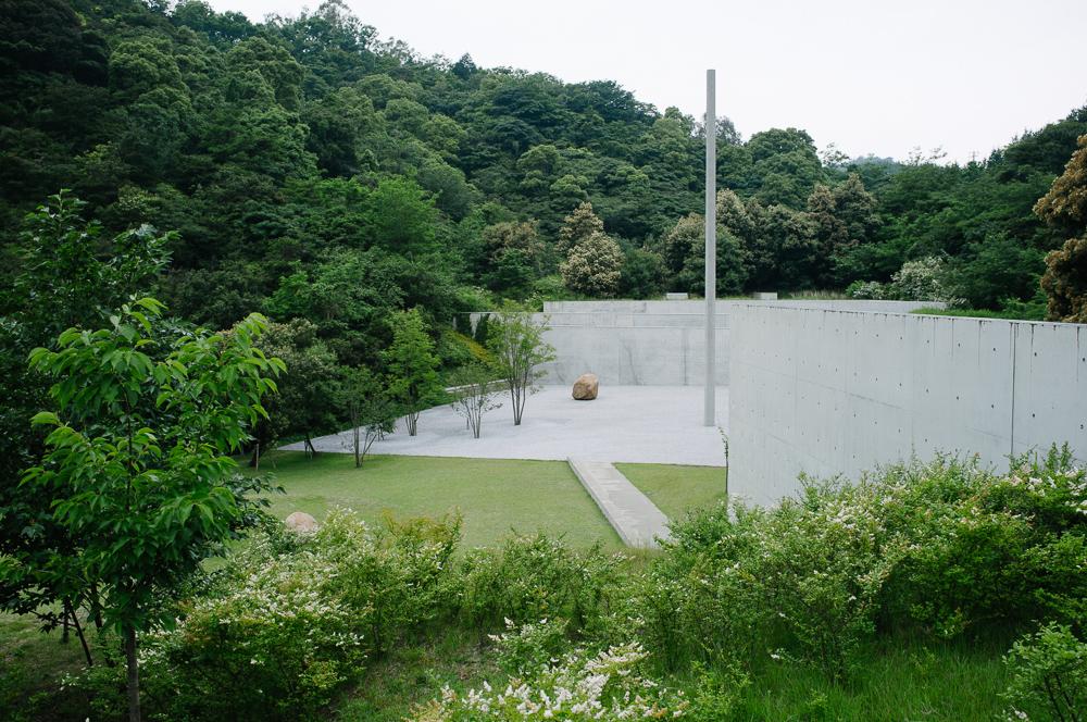 Lee Ufan Art Museum by Tadao Ando, very bond Villan-esque