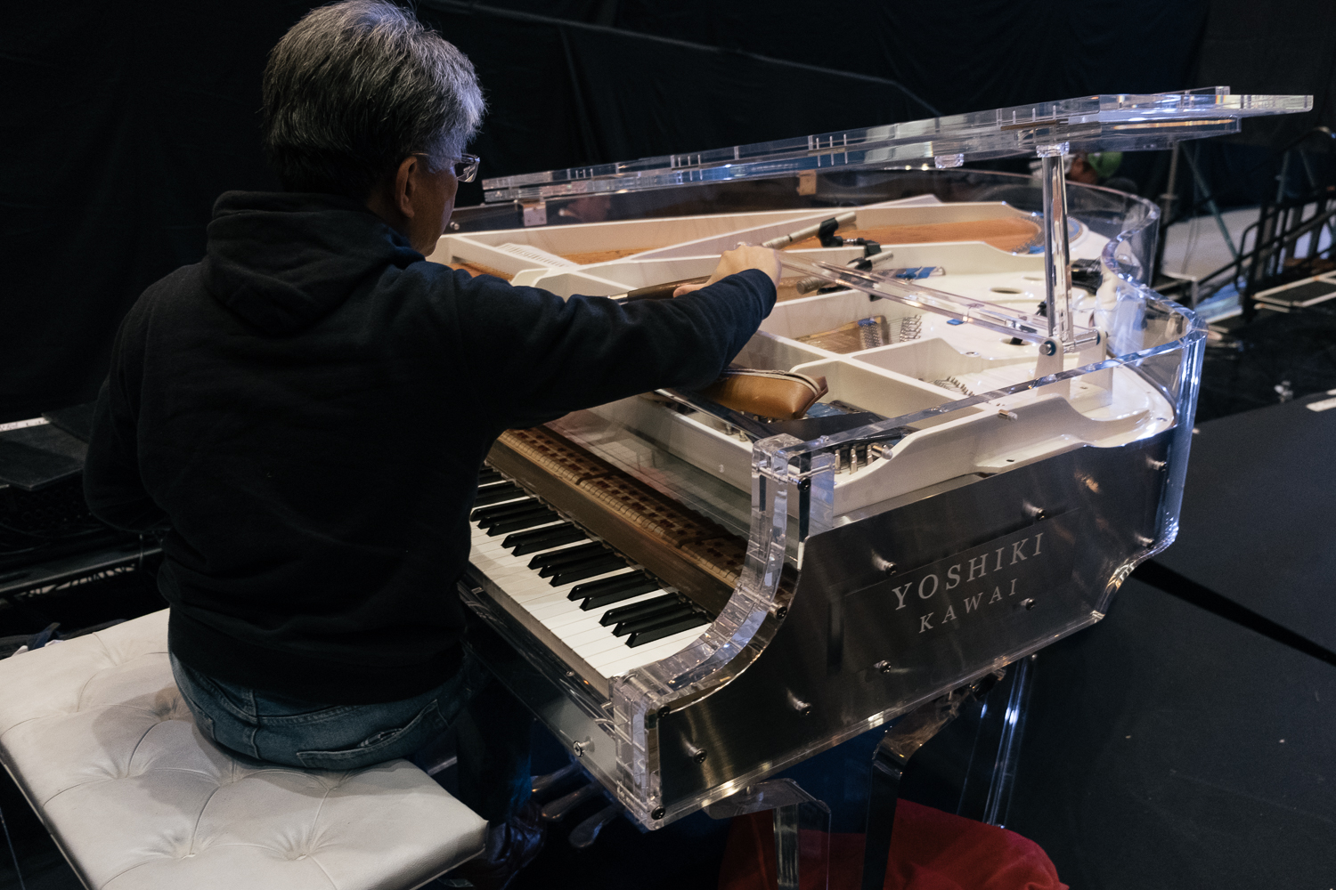 Yoshiki's piano tuner, this literally took hours , Japan Classic Rock Awards