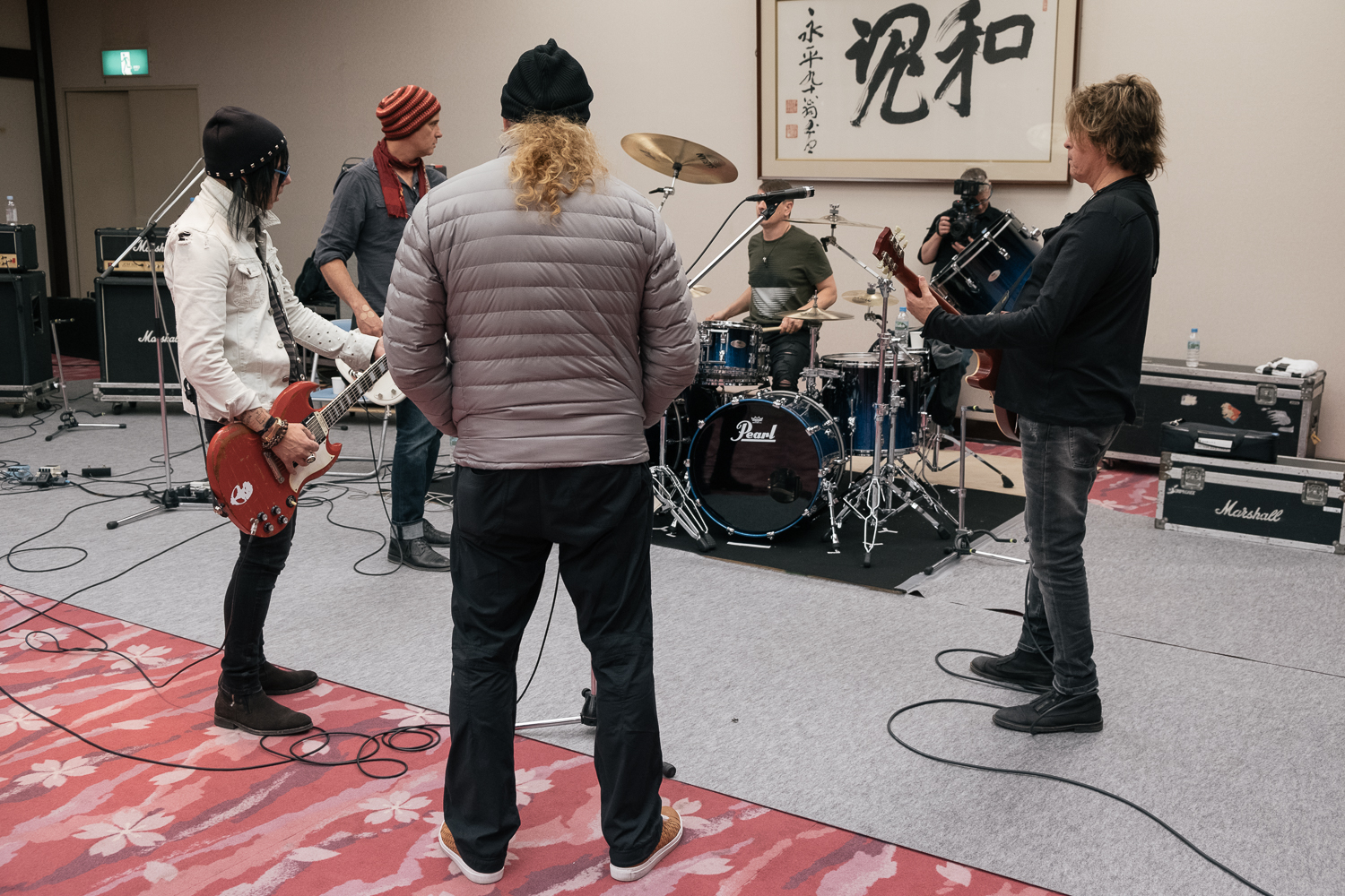 The House band and Dave Mustaine, host of the Japan Classic Rock Awards