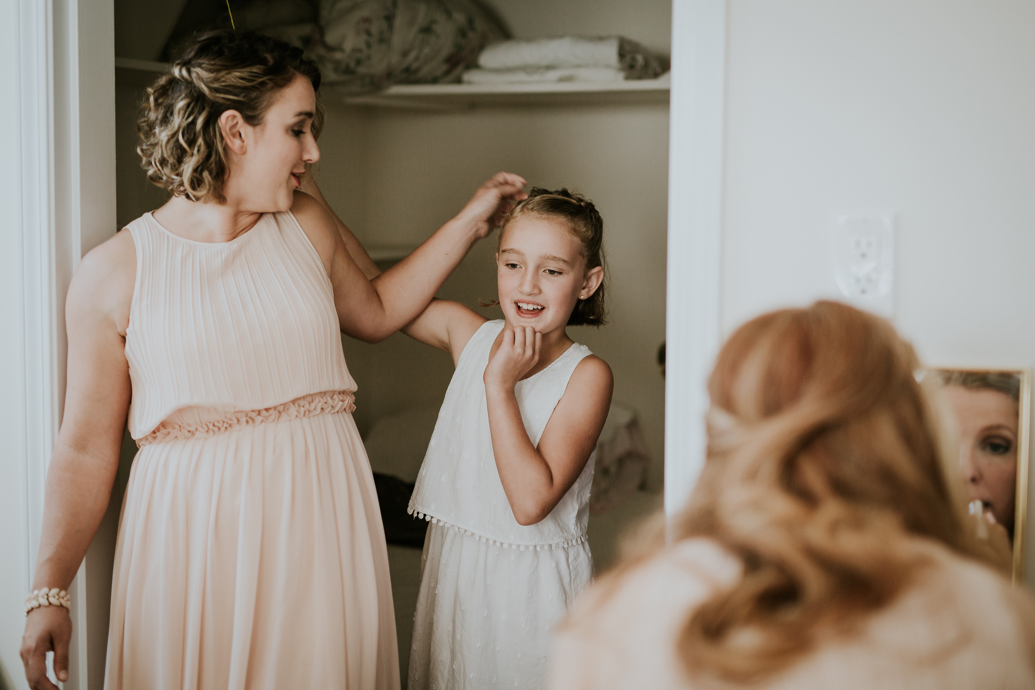 Bridesmaid and flower girl getting ready at Starling Lane Winery wedding