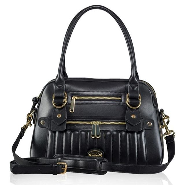 Hands up if you fancy a Hampton Luxe in luscious black leather! #camerabag #leatherbag #designerhandbag #cameraprotector