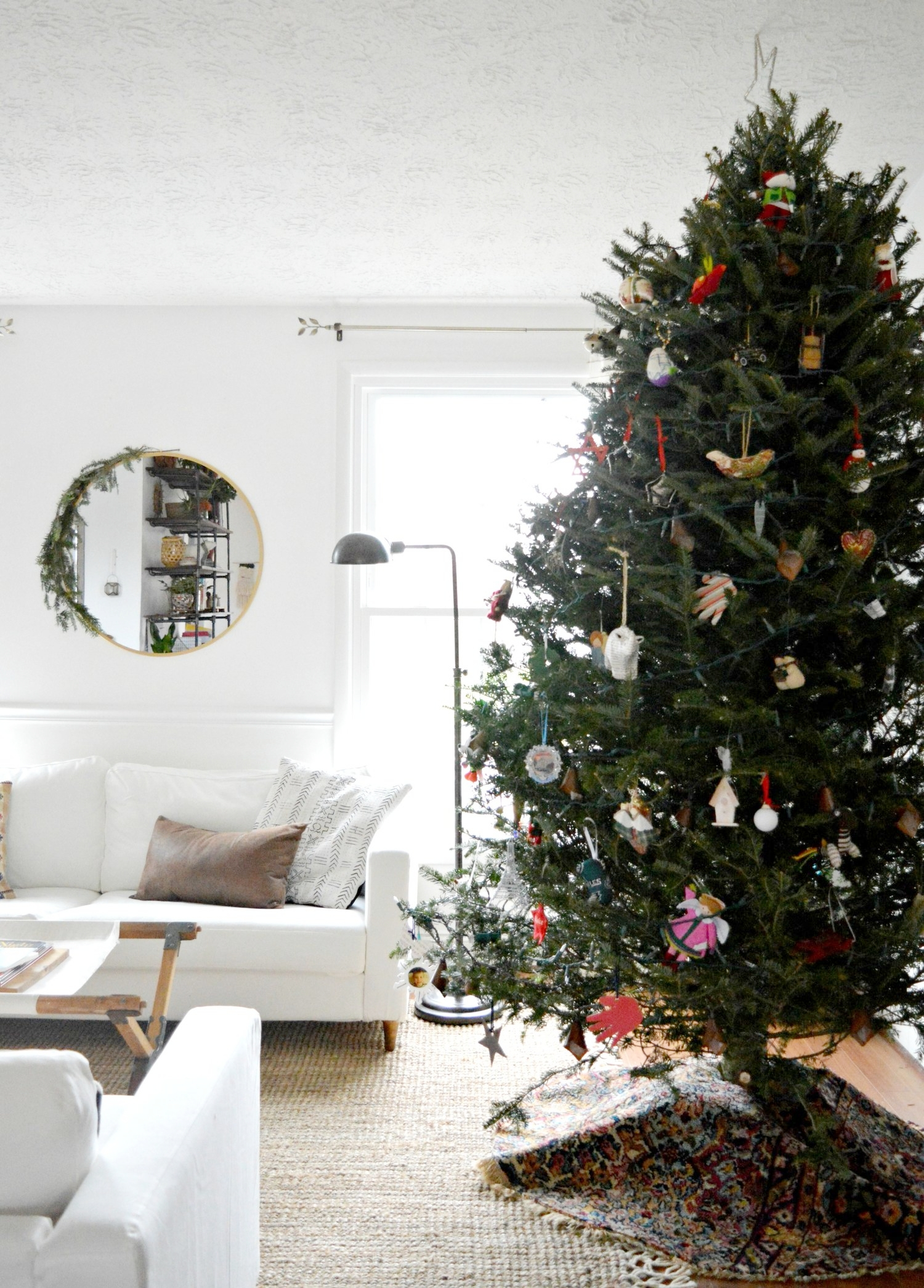 Alternatives To The Great Vintage Rug Tree Skirt Stylemutt Home Your Home Decor Resource For All Breeds Of Style