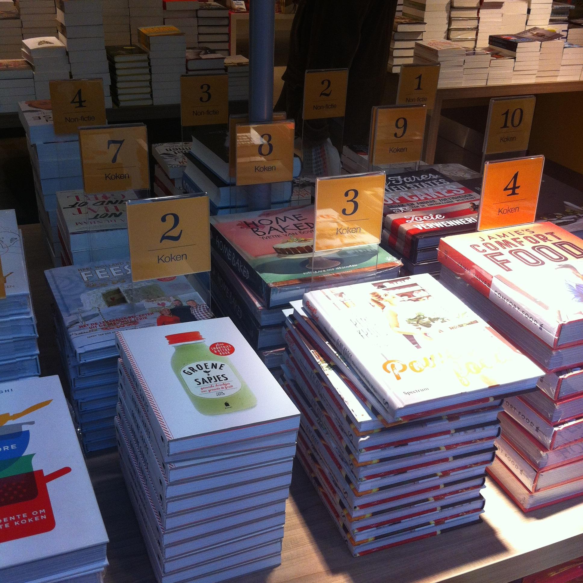Onderweg naar de klantenservice in De Bijenkorf, maar ik word even afgeleid. WHAAA ik wil ze ALLEMAAL! #kookboeken