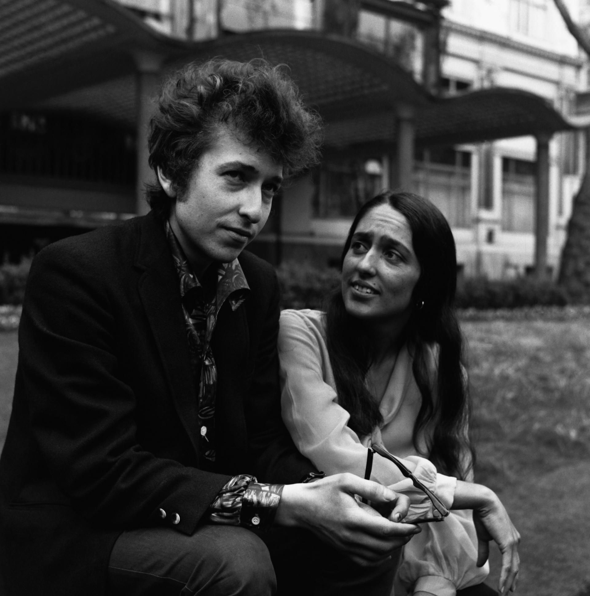 Bob Dylan and Joan Baez photographed in London in 1965 Photograph: Unknown/ Hulton-Deutsch Collection/CORBIS