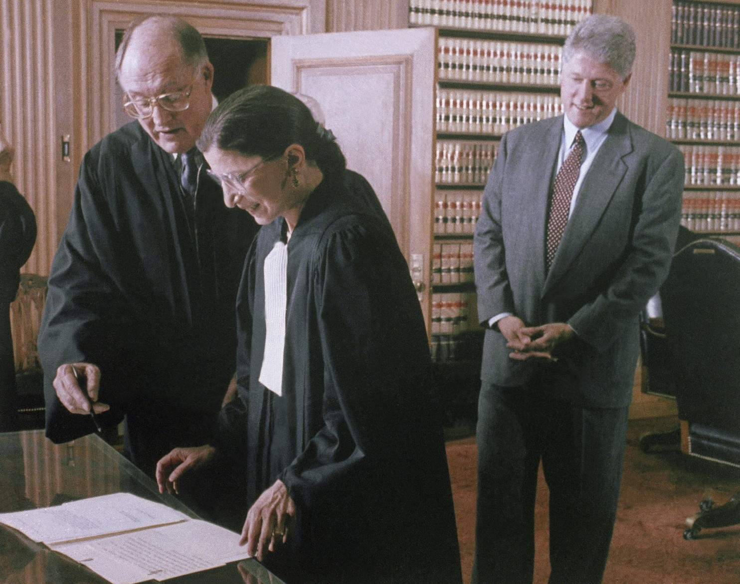 Clinton looks on as Bader signs the Court's Oath, October 1, 1993.  Photo by Ken Heinen