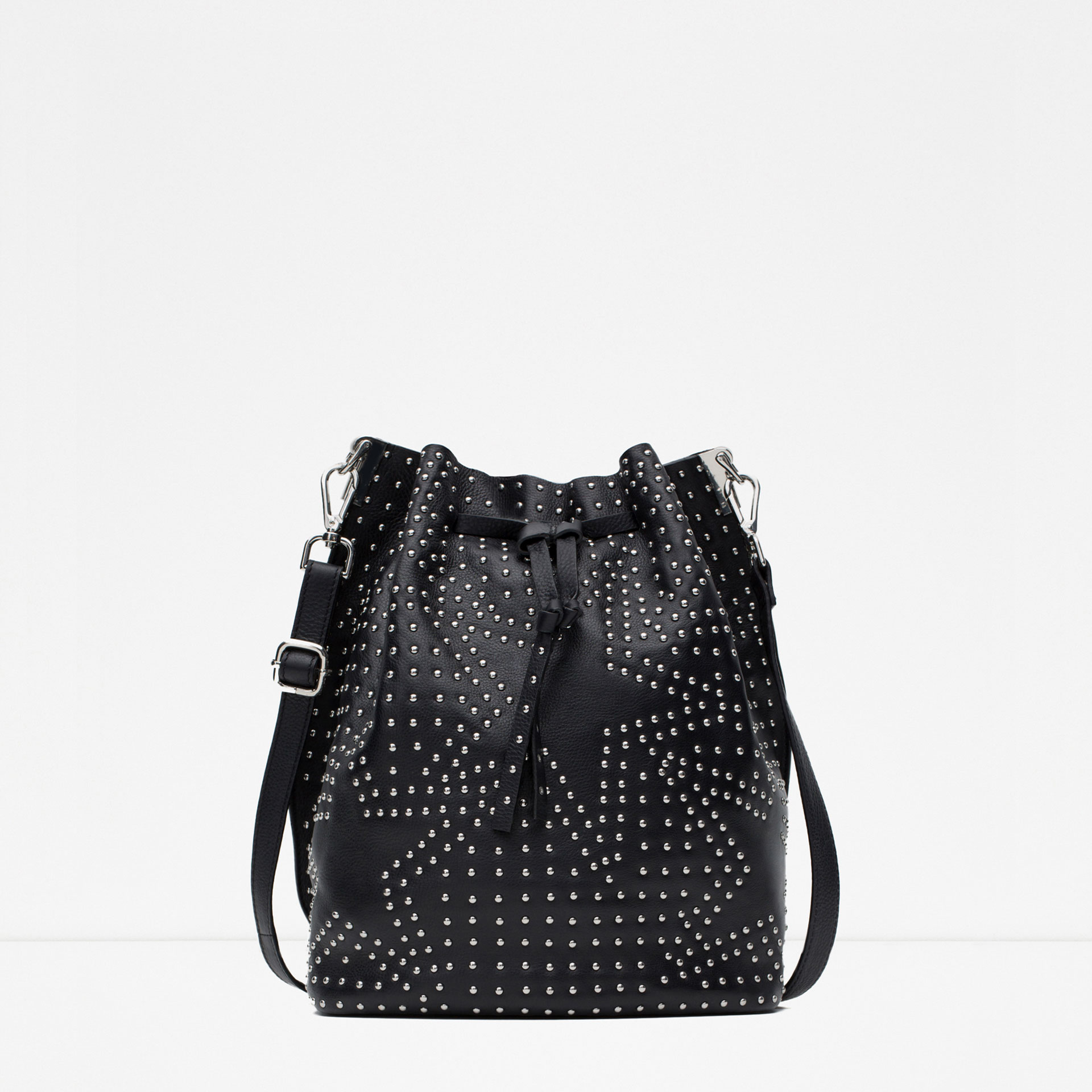 I have been on the hunt for a new bag for ages.  This may not be the answer to all my handbag prayers but I'm pretty in love with it.  Studs and stars...well done,  Zara .