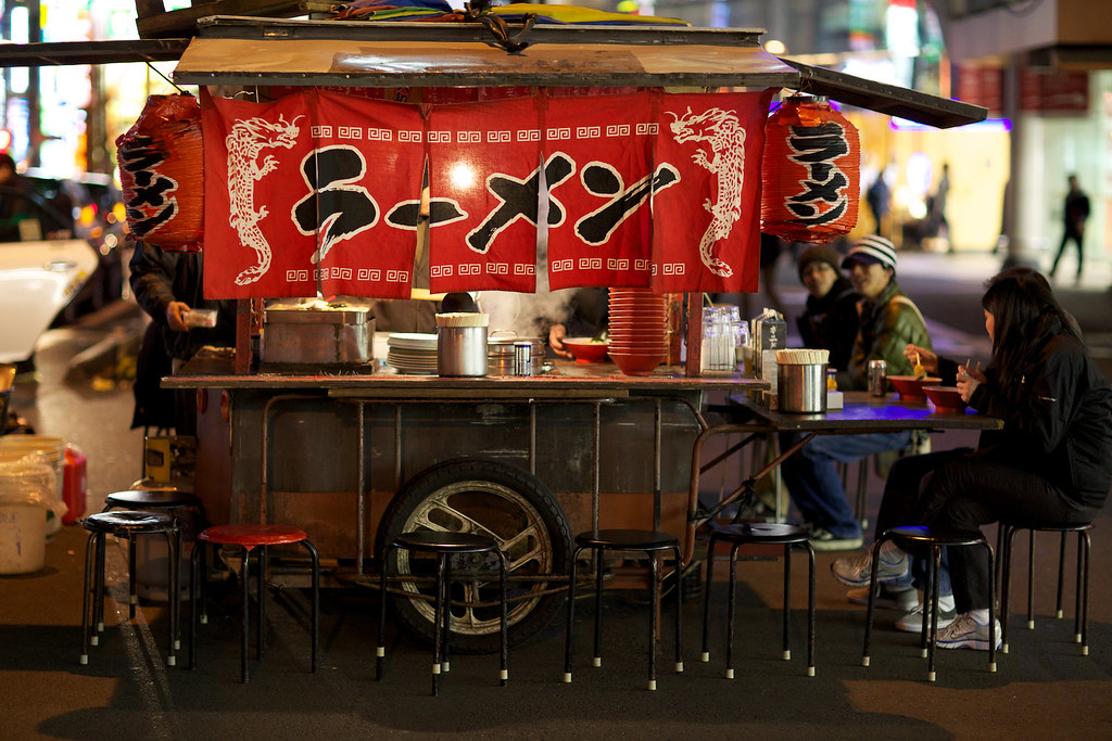 It's very hard to find historic photographs of ramen. Here's a modern  yatai  instead.