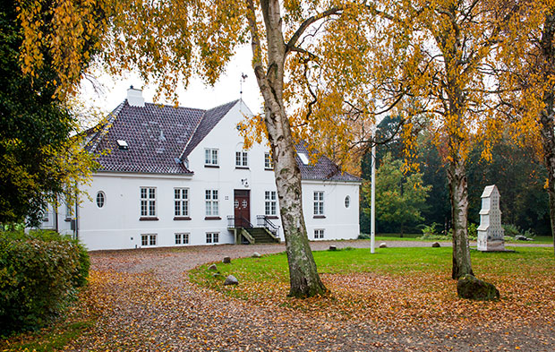 Guldagergaard Center. A sculpture by Nina Hole can be seen on the lawn.