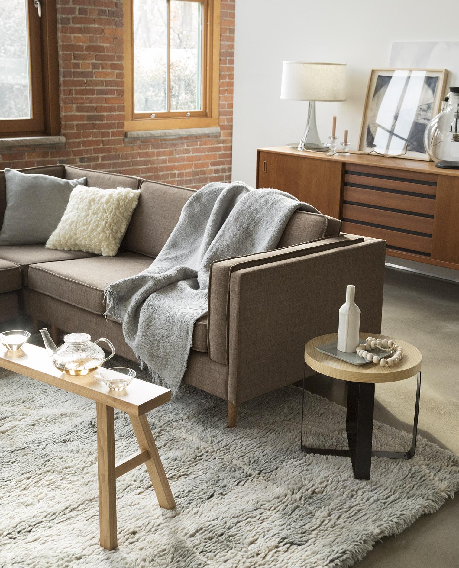 moen_171130_livingroom1_0492 copy-1.jpg
